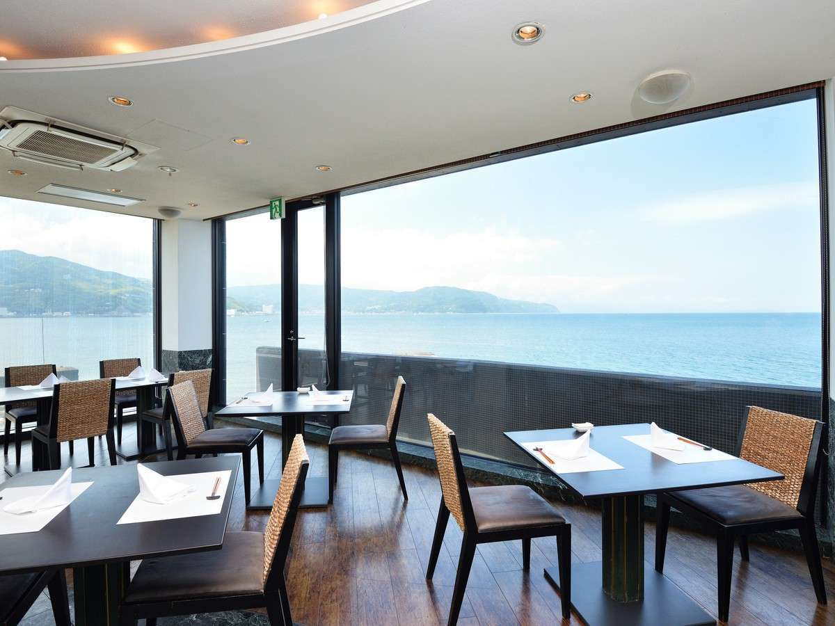 海間近のお食事処2階【潮騒】