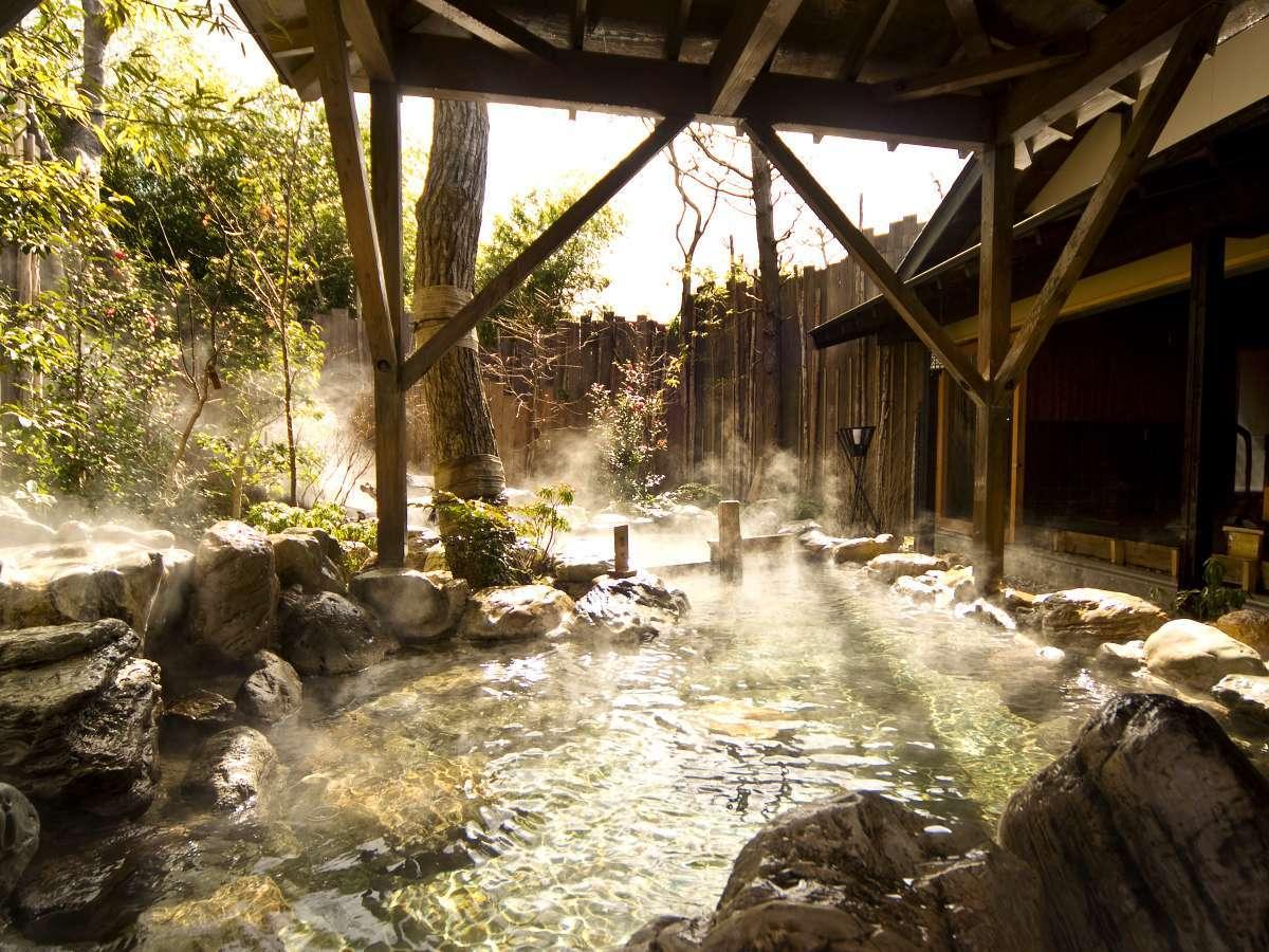 【大浴場:大露天風呂】四季の自然を楽しめる