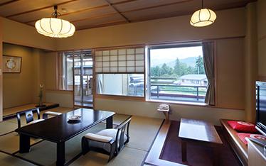 写真:蔵王連峰一望!「4F露天風呂付客室」