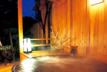 写真:貸切露天風呂/三の丸湯【花天】