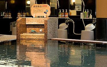 写真: 癒し風呂(アイオライト+ブルーアパタイト)熱めの湯